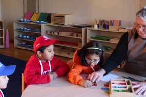 Montessori Vs. Traditional Elementary Education – Richard Bartlett